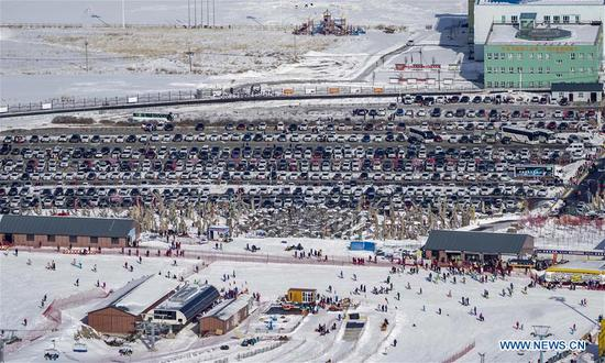 Photo taken on Feb. 8, 2019 shows a parking lot of the Silk Road International Ski Resort in Urumqi, capital of northwest China's Xinjiang Uygur Autonomous Region. Xinjiang has organized various events to boost its winter tourism industry. Between November of 2018 and January of 2019, Xinjiang received more than 11 million tourists at home and abroad, an increase of over 50 percent year on year. (Xinhua/Zhao Ge)