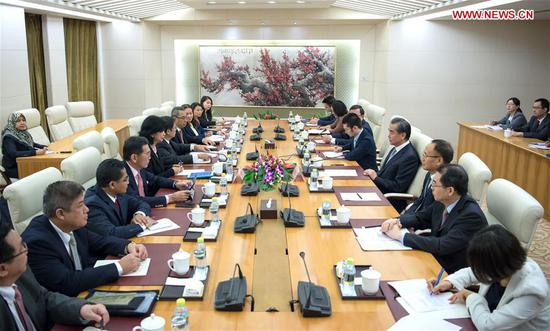 Chinese State Councilor and Foreign Minister Wang Yi meets with Committee of Permanent Representatives (CPR) to ASEAN delegation in Beijing, capital of China, Sept. 10, 2018. (Xinhua/Zhai Jianlan)