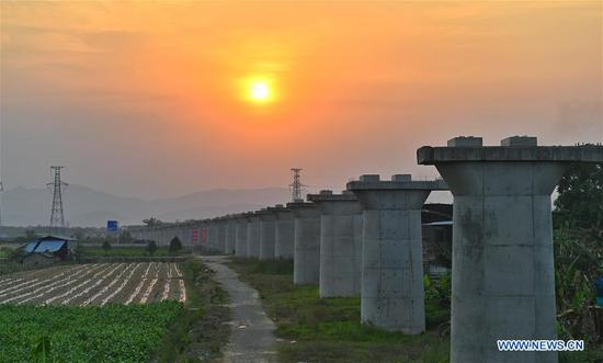 The Ganlanba bridge of the China-Laos railway is under construction in Jinghong City, southwest China's Yunnan Province, April 12, 2019. Linking Yuxi City in Yunnan and the Lao capital Vientiane, the China-Laos railway is expected to be fully operational by the end of 2021. (Xinhua/Qin Qing)