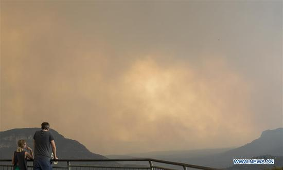 Photo taken on Dec. 21, 2019 shows smoke-covered Blue Mountain in New South Wales, Australia. The Australian government launched the National Bushfire Recovery Agency which would be funded with an initial two billion Australian dollars (1.38 billion U.S. dollars) on Monday. (Xinhua/Bai Xuefei)