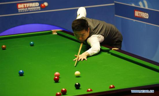 Ding Junhui of China competes during the first round match against his compatriot Xiao Guodong at the World Snooker Championship 2018 at the Crucible Theatre in Sheffield, Britain on April 24, 2018. (Xinhua/Craig Brough)