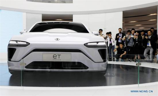 Visitors view a Nio eT Preview car during the 18th Shanghai International Automobile Industry Exhibition in Shanghai, east China, April 16, 2019. (Xinhua/Fang Zhe)