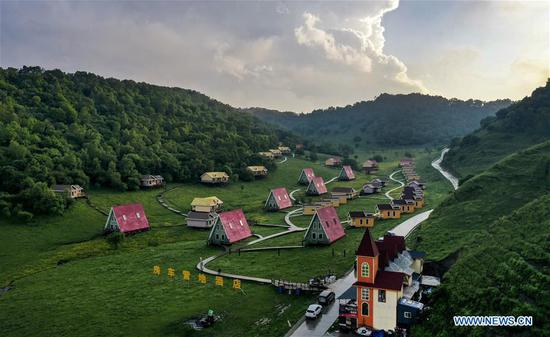 Aerial photo taken on June 12, 2019 shows a RV camp hotel on Guanshan Grassland at Longxian County in Baoji, northwest China's Shaanxi Province. (Xinhua/Tao Ming)