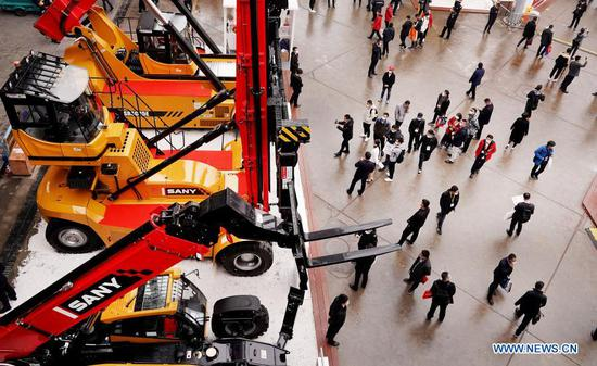 Visitors view the exhibits during the bauma CHINA 2020, the International Trade Fair for Construction Machinery, Building Material Machines, Mining Machines and Construction Vehicles, in east China's Shanghai, Nov. 24, 2020. The exhibition kicked off here on Tuesday. (Xinhua/Fang Zhe)