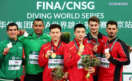 中国在国际泳联跳水世界大赛中获得四枚同步金牌