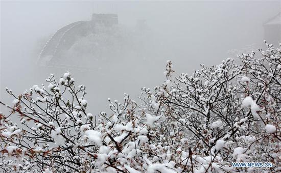 Photo taken on April 9, 2019 shows the snowy scenery of the Mutianyu Great Wall in Beijing, capital of China. (Xinhua/Bu Xiangdong)