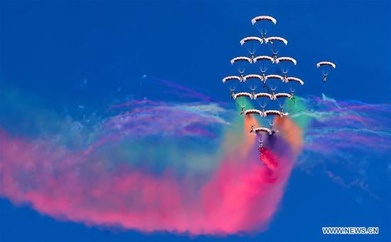 Skydivers perform during an acrobatic show at the second Aviation Show in Farwaniya Governorate, Kuwait, Jan. 15, 2020. Kuwait launched on Wednesday the second Aviation Show in Farwaniya Governorate with an aim to introduce the latest developments in the aviation industry. About 70 commercial and military aircraft from more than 30 countries participated in the show, which will last until Jan. 18. (Xinhua)