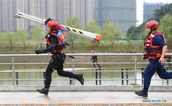 Rescue brigade members compete during a forest fire-fighting competition in Fuzhou, southeast China's Fujian Province, Oct. 22, 2020. A special rescue skills competition kicked off in Fuzhou on Thursday, with more than 100 firefighters from special rescue brigades participating in the event. (Xinhua/Song Weiwei)