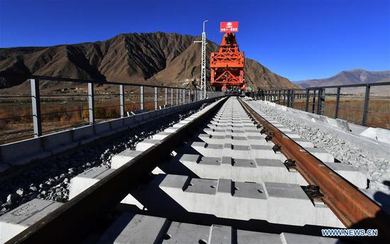 Photo taken on Dec. 1, 2019 shows the construction site of a bridge crossing the Yarlung Zangbo River of Lhasa-Nyingchi railway in Sangri County of Shannan, southwest China's Tibet Autonomous Region. The rail-laying work of a 4,615-meter-long bridge crossing the Yarlung Zangbo River of Lhasa-Nyingchi railway was completed on Sunday. The Lhasa-Nyingchi railway features complex geological conditions, with a total length of 435 km, 75 percent of which are bridges and tunnels. The construction work began in 2015 and is expected to be completed in 2021. (Xinhua/Chogo)