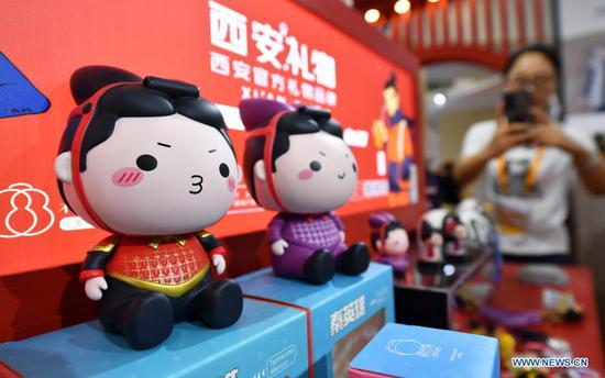 Photo taken on May 9, 2021 shows domestically produced gifts on display in the Provinces, Municipalities, Autonomous Regions of China Exhibition Hall during the first China International Consumer Products Expo in Haikou, capital of south China's Hainan Province. (Xinhua/Guo Cheng)