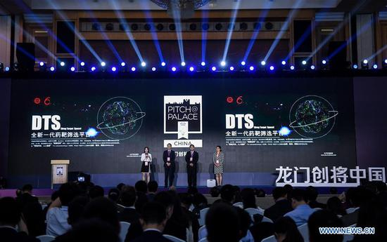 Participants introduce their ideas to a panel of investors and audience during the final of Pitch@Palace China in Shenzhen, south China's Guangdong Province, April 14, 2019. Founded by British Prince Andrew in 2014 to support the Duke's work with entrepreneurs, Pitch@Palace (meaning making a pitch at the palace) is a platform that supports entrepreneurs accelerate and amplify their ideas. Pitch@Palace China started in 2017, aiming to provide comprehensive and important support to outstanding entrepreneurs by consolidating quality resources from both China and UK. (Xinhua/Mao Siqian)