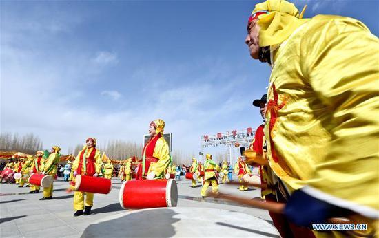 Performers present drum dance during shehuo, a folk art festivity practiced during the Spring Festival, in Xindun Town of Ganzhou District in Zhangye, northwest China's Gansu Province, Feb. 13, 2019. (Xinhua/Wang Jiang)