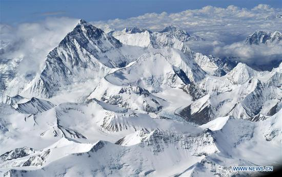 Photo taken on May 14, 2020 shows a view of Mount Qomolangma. (Xinhua/Chogo)