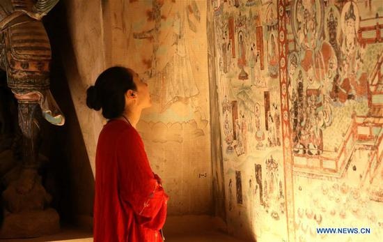 A woman visit the Dunhuang Museum in Dunhuang, northwest China's Gansu Province, May 3, 2019. People learn knowledge in various museums during the Labor Day holiday. (Xinhua/Zhang Xiaoliang)
