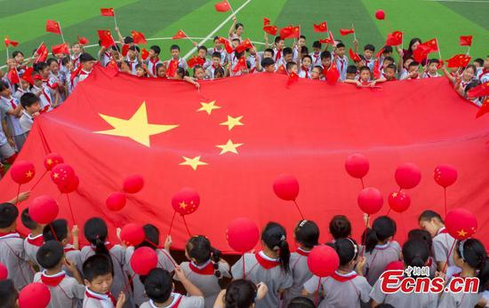 An opening ceremony is held at No. 4 primary school in High-tech Development Zone of Yushui, Jiangxi Province, Sept. 1, 2019. New semester began in China. (Photo/China News Service)