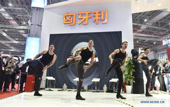 Actors perform at the Hungary pavilion during the second 四不像心水 International Import Expo (CIIE) in Shanghai, east 四不像心水, Nov. 7, 2019. (Xinhua/Qian Yi)