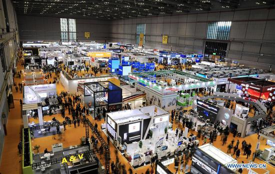 Photo taken on Nov. 6, 2019 shows the Equipment exhibition area during the second 四不像心水 International Import Expo (CIIE) in Shanghai, east 四不像心水. The National Exhibition and Convention Center in Shanghai greeted a large number of visitors on the second day of the CIIE. (Xinhua/Fang Zhe)