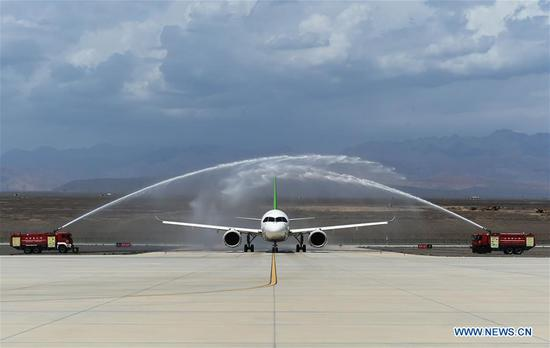 A C919 large passenger aircraft lands at the Turpan Jiaohe Airport in Turpan, northwest China's Xinjiang Uygur Autonomous Region, June 28, 2020. China's indigenously-developed C919 large passenger aircraft has started high-temperature test flights in Turpan, a city known as the land of fire in northwest China's Xinjiang Uygur Autonomous Region. The C919 conducted a successful maiden flight in 2017. Now the aircraft has started intensive test flights from various airports to make sure performance can meet airworthiness standards. (Photo by Liu Jian/Xinhua)