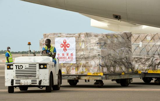 A staff member unloads Chinese medical supplies from an airplane at the Kotota International Airport in Accra, capital of Ghana, April 6, 2020. (Xinhua/Xu Zheng)