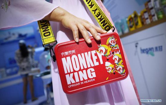 Photo taken on May 9, 2021 shows a domestically produced bag on display in the Provinces, Municipalities, Autonomous Regions of China Exhibition Hall during the first China International Consumer Products Expo in Haikou, capital of south China's Hainan Province. (Xinhua/Guo Cheng)