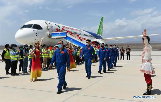 Staff members of a C919 large passenger aircraft get off the plane at the Turpan Jiaohe Airport in Turpan, northwest China's Xinjiang Uygur Autonomous Region, June 28, 2020. China's indigenously-developed C919 large passenger aircraft has started high-temperature test flights in Turpan, a city known as the land of fire in northwest China's Xinjiang Uygur Autonomous Region. The C919 conducted a successful maiden flight in 2017. Now the aircraft has started intensive test flights from various airports to make sure performance can meet airworthiness standards. (Photo by Liu Jian/Xinhua)