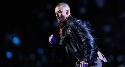 Justin Timberlake runs into the stands, pays tribute to Prince at the Super Bowl Halftime show