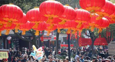Chinese people enjoy week-long holiday for Spring Festival
