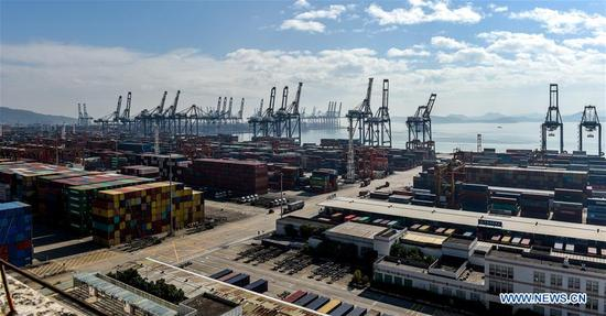 Photo taken on Nov. 29, 2017 shows a wharf in Yantian port zone of Shenzhen port in south China's Guangdong Province. Container throughput at Shenzhen Port saw a 5.13 percent growth year-on-year in 2017, reaching 25.2 million Twenty-foot Equivalent Units (TEUs). (Xinhua/Mao Siqian)