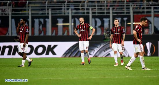 AC Milan's players react after losing a Europa League round of 16 first leg soccer match between AC Milan and Arsenal at the San Siro stadium in Milan, Italy, March 8, 2018. Arsenal won 2-0. (Xinhua/Alberto Lingria)
