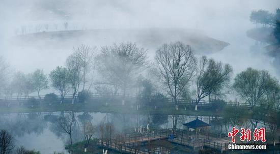 Photo taken on March 10, 2018 shows the surreal fog scenery of Kongmujiang wetland park in Jiangxi province, E China. ECNS photo