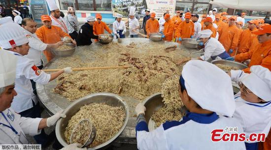 Kyrgyz chefs cook the largest noodles with meat in the 'Besh Barmak' national style, including 117-metres of horse sausage in the Kyrgyz 'Chuchuk' style, as they attempt a Guinness Record on March 11, 2018 in Bishkek. The total weight of the 'Besh Barmak' was 1464 kilo, organizers said. (Photo/Agencies)