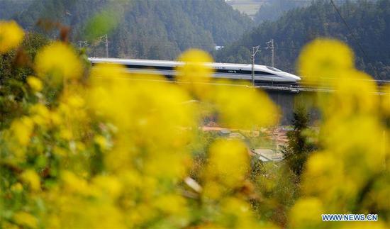 A bullet train runs on the Yichang-Wanzhou Railway in Jianshi County of Enshi Tujia and Miao Autonomous Prefecture, central China's Hubei Province, March 11, 2018. The railway links Yichang City in Hubei with Wanzhou District in southwest China's Chongqing Municipality. (Xinhua/Yang Shunpi)