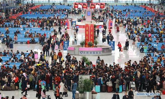 Passengers wait to board trains at the Guiyangbei Railway Station in Guiyang, capital of southwest China's Guizhou Province, March 1, 2018. Guiyang railway was expected to witness a travel peak of 110,000 passengers on Thursday, one day before the Lantern Festival. (Xinhua/Liu Xu)
