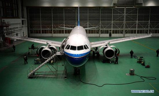 Technicians examine and maintain an airplane in Harbin, northeast China's Heilongjiang Province, Feb. 10, 2018. About 50 technicians of Heilongjiang branch of China Southern Airlines are responsible for checking and maintaining airplanes to better cope with the upcoming Spring Festival travel rush. (Xinhua/Wang Kai)