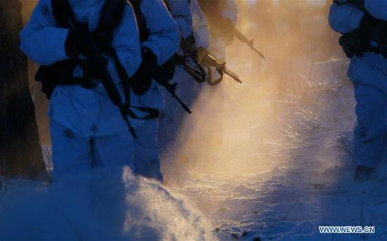 Soldiers take part in a training in Beiji Village of the border county Mohe, northeast China's Heilongjiang Province, Feb. 5, 2018. Soldiers stick to their post at the border in spite of the severe cold in Mohe where the temperature has dropped to minus 40 degrees Celsius. (Xinhua/Li Gang)