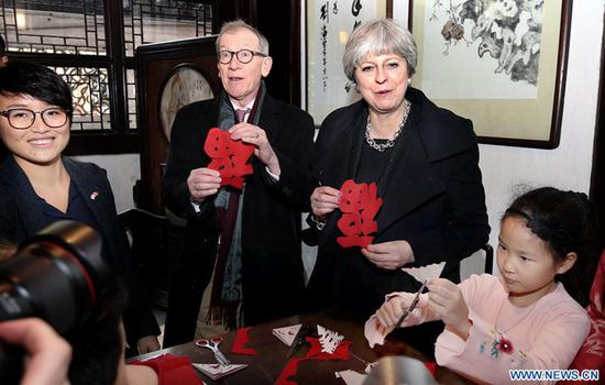 UK Prime Minister Theresa May shows off her paper-cutting made at Yuyuan Garden in Shanghai, East China, Feb. 2, 2018. Photo: Xinhua