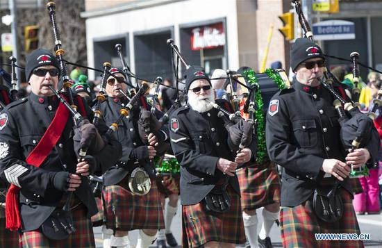 A band perform during the 2018 Toronto St. Patrick's Day Parade in Toronto, Canada, March 11, 2018. Thousands of people came out to celebrate the Irish history, culture and heritage by taking part in the 2018 Toronto St. Patrick's Day Parade on Sunday. (Xinhua/Zou Zheng)