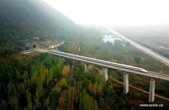 A bullet train runs on a bridge of Xi'an-Chengdu high-speed railway during a test in northwest China's Shaanxi Province, Nov. 1, 2017. The Xi'an-Chengdu line is China's first rail route to run through the Qinling Mountains, which are the natural boundary between north and south China. It will begin operation on Dec. 6. (Xinhua/Tang Zhenjiang)
