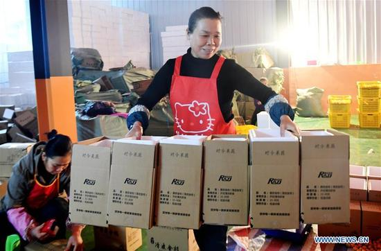 Villagers packaged fruits of kumquat at Rong'an County, southwest China's Guangxi Zhuang Autonomous Region, Dec. 29. 2017. More than 7000 orders for the fruits of kumquat harvested in Rong'an County were made on e-commerce platform nationwide ahead of the New Year. (Xinhua/Zhang Ailin)