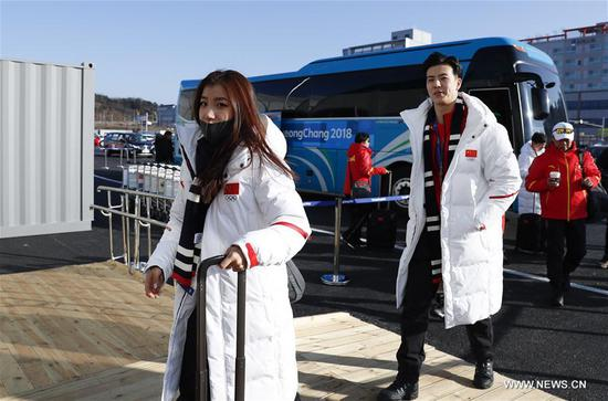 Wang Shiyue (1st L) and Liu Xinyu (2nd L), China's figure skaters arrive at Olympic Village in Gangneung, South Korea, Feb. 6, 2018. The 2018 PyeongChang Olympic Winter Games will kick off here on Feb. 9. (Xinhua/Han Yan)