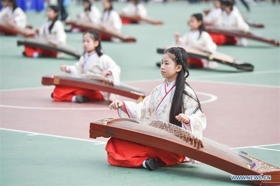 Students play Chinese Zheng, an ancient stringed instrument, in Xiushan middle school in Fuzhou, capital of southeast China's Fujian Province, Dec. 29, 2017. Students from dozens of primary and middle schools in Fuzhou gathered on Friday to show their culture education. (Xinhua/Song Weiwei)