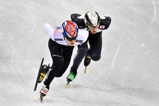 Japan's Kei Saito (R) takes part in the men's 1,500m short track speed skating heat event during the Pyeongchang 2018 Winter Olympic Games (AFP Photo/Mladen ANTONOV)
