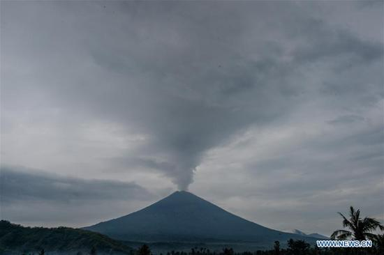 Mount Agung spews volcanic ash as seen at Amed in Karangasem district, Bali, Indonesia, Nov. 30, 2017. (Xinhua/Veri Sanovri)