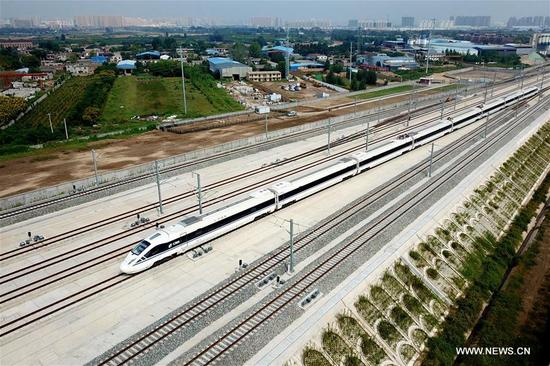 A bullet train arrives at Epang Palace Station of Xi'an-Chengdu high-speed railway in northwest China's Shaanxi Province, Sept. 20, 2017. The Xi'an-Chengdu line is China's first rail route to run through the Qinling Mountains, which are the natural boundary between north and south China. It will begin operation on Dec. 6. (Xinhua/Tang Zhenjiang)