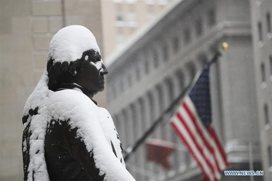 Photo taken on Jan. 4, 2018 shows the statue of George Washington covered with snow in front of the Federal Hall National Memorial in New York, the United States. New York State Governor Andrew Cuomo has declared state of emergency for the entire downstate region on Thursday as a snow storm continued to pound the U.S. East Coast. (Xinhua/Wang Ying)