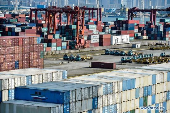 Photo taken on Oct. 27, 2017 shows containers at Dachanwan wharf of Shenzhen port in south China's Guangdong Province. Container throughput at Shenzhen Port saw a 5.13 percent growth year-on-year in 2017, reaching 25.2 million Twenty-foot Equivalent Units (TEUs). (Xinhua/Mao Siqian)