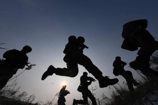 People's Liberation Army personnel across the nation began military training on the land, water and in the air. The photo is taken on Jan. 5, 2018. (Photo/Xinhua)