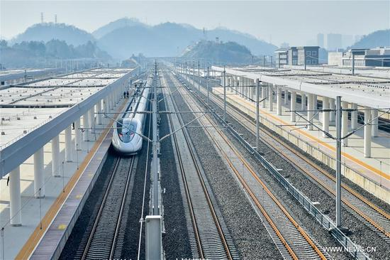 A bullet train leaves Zunyi Railway Station in Zunyi, southwest China's Guizhou Province, Jan. 12, 2018. A railway connecting two major cities in southwest China, Chongqing and Guiyang is under trial run. Designed for passenger trains running at a speed of 200 kilometers per hour, the railway will improve traffic between China's southwest and northwestern, eastern, southern areas. (Xinhua/Ou Dongqu)