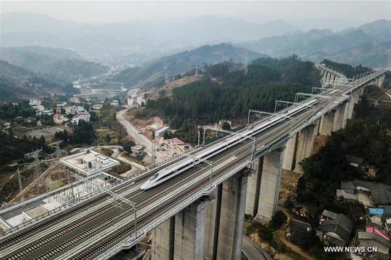 A bullet train runs on Chongqing-Guiyang railway, southwest China's Guizhou Province, Jan. 11, 2018. A railway connecting two major cities in southwest China, Chongqing and Guiyang is under trial run. Designed for passenger trains running at a speed of 200 kilometers per hour, the railway will improve traffic between China's southwest and northwestern, eastern, southern areas. (Xinhua/Ou Dongqu)