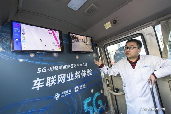 An engineer introduces 5G network in Wuhan, central China's Hubei Province, Feb. 5, 2018. The first trial 5G base station opened in Hubei on Feb. 1. The province will be among the first in China to conduct mass trials of 5G technology. (Xinhua/Xiong Qi)